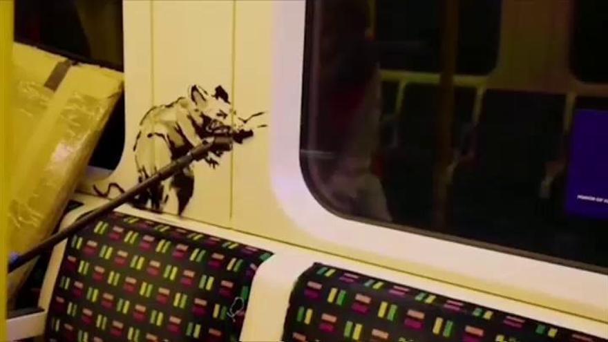 Los dibujos de Banksy en el metro de Londres para impulsar la mascarilla