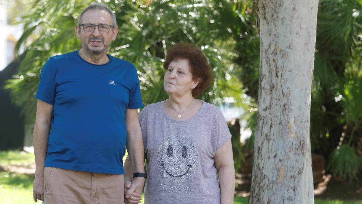 Antonio Morales, que estuvo 55 días en uci, con Pilar, su mujer.