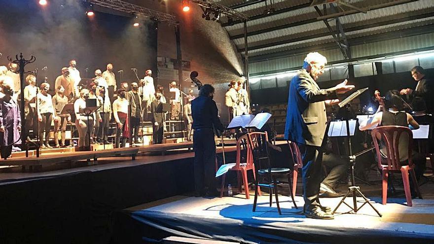 La Polifònica brilla en la primera sessió del musical «Arrelats», a Puig-reig