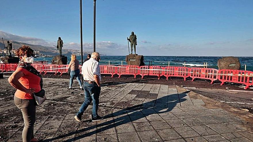 El mar daña el litoral de la Basílica y obliga al cierre parcial del entorno de la plaza