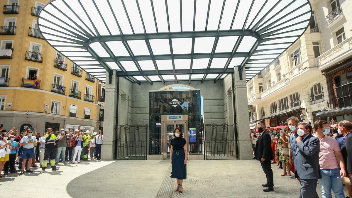 La presidenta de la Comunidad de Madrid, Isabel Díaz Ayuso, durante la inauguración de la estación de Metro de Gran Vía.