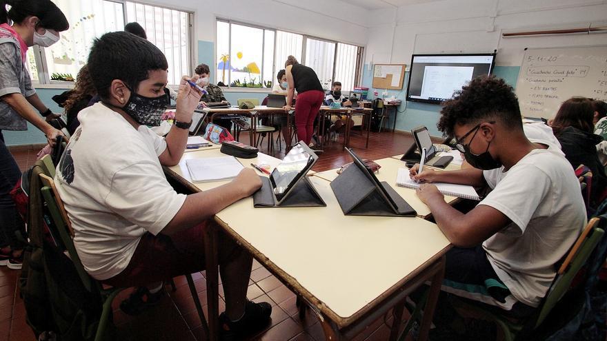 Educación lanza un proyecto piloto de aula digital  en 70 centros escolares de las islas