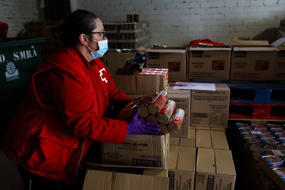 Banco de alimentos de Cruz Roja en Sotrondio