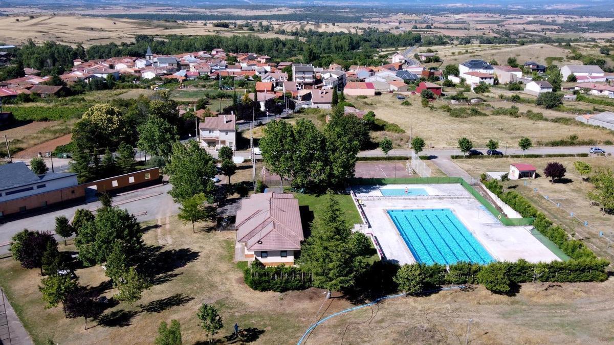 Imagen aérea de Rabanales y su piscina