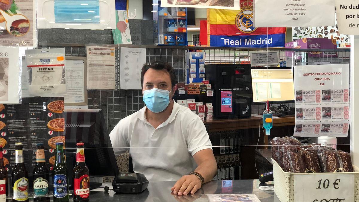 Alejandro Martín Sánchez, hostelero en el área de servicio cercana a la central de Almaraz.