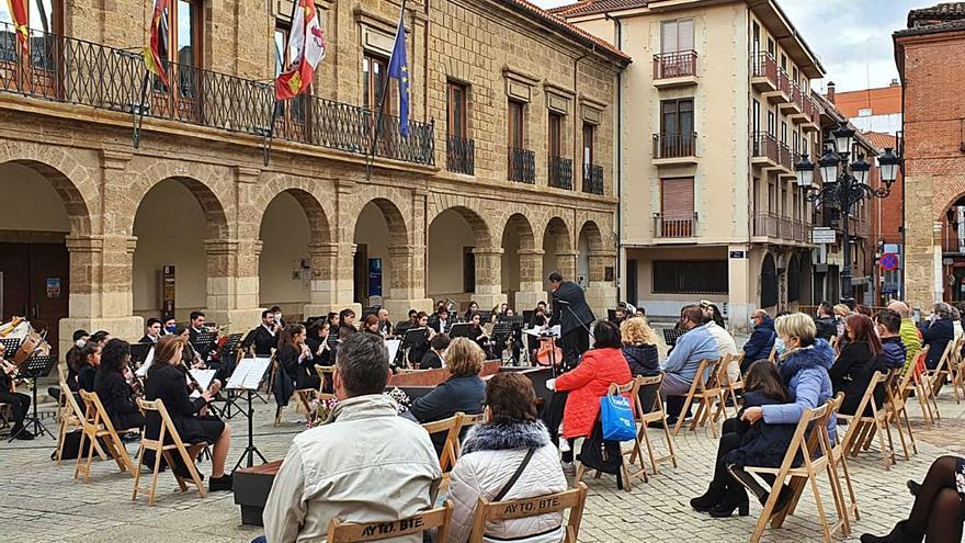 La Banda de Música Maestro Lupi vuelve a la Plaza Mayor de Benavente