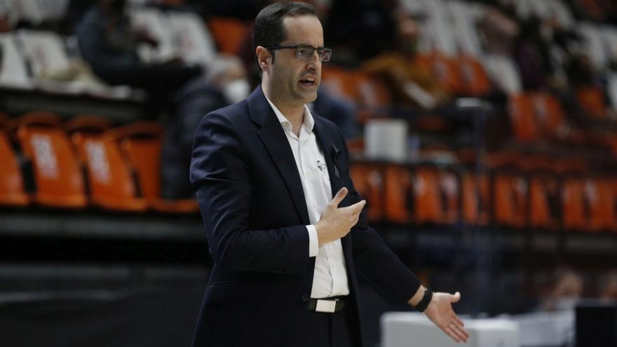 Santi Pérez deja el banquillo del Valencia Basket