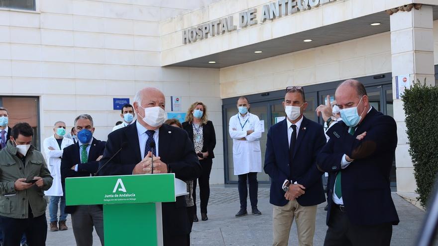 Junta y Ayuntamiento firman un convenio para levantar un centro logístico del SAS en Antequera