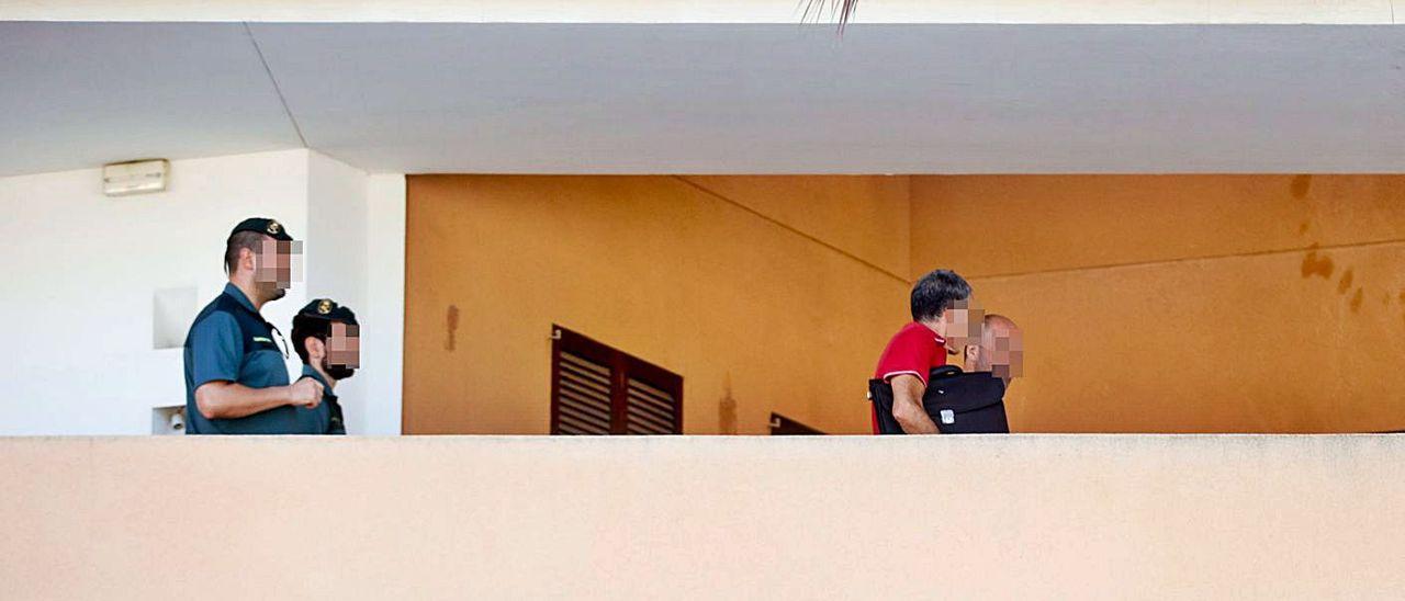 Inspectores del Consell de Ibiza y la Guardia Civil buscan alquileres ilegales.