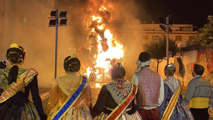 La 'cremà' que pone fin a las Fallas 2021 en Benicarló, en imágenes