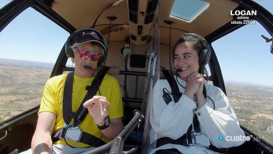 Jesús Calleja y Alejandra Utrera en el helicóptero de 'Volando Voy' sobre los Arribes del Duero.