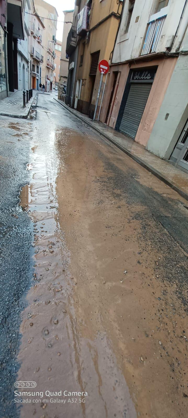 Rebenta una canalització d'aigua a la carretera de Cardona de Manresa
