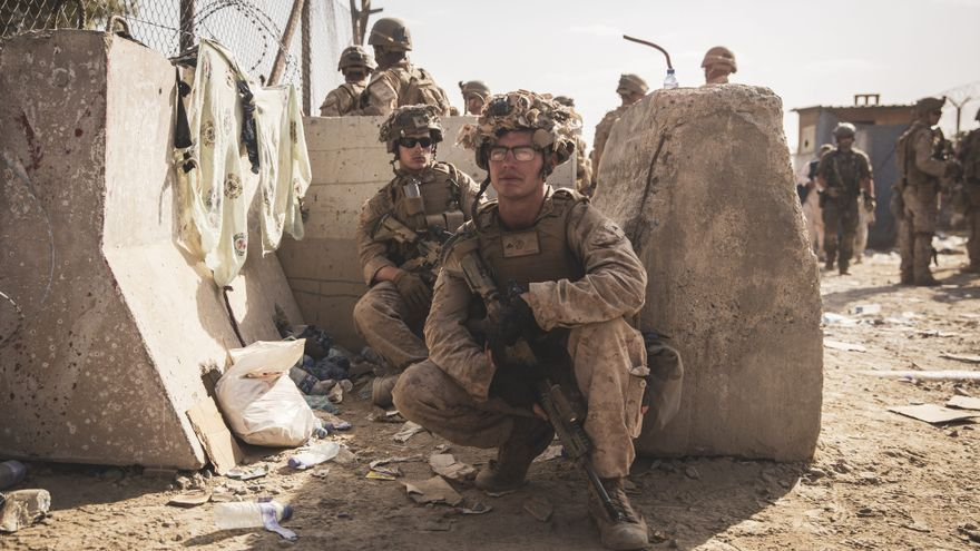 El Estado Islámico se atribuye los atentados en Kabul y EEUU confirma 12 soldados muertos