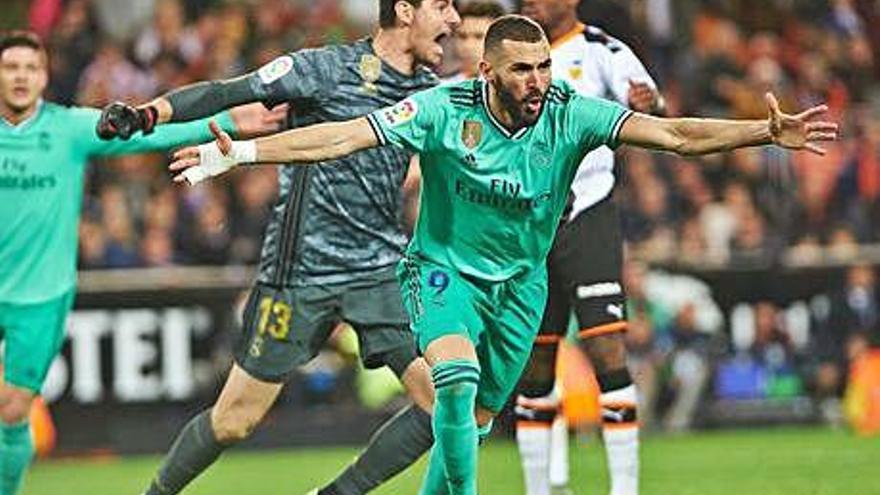 Benzema salva un punt agònic per al Madrid i el clàssic arribarà amb tot com estava