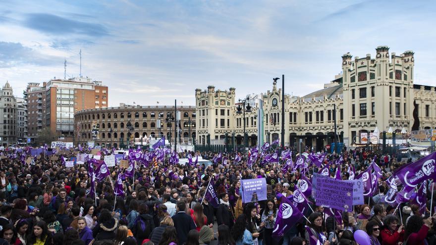 El movimiento feminista se presenta unido en València el 8M frente a la división en Madrid