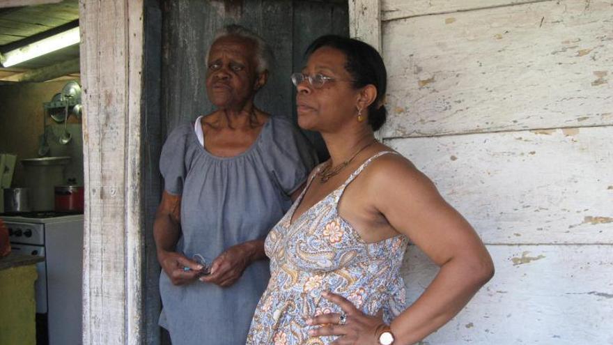 """Aymée, """"hija  del medio"""" en Cuba,  filóloga en España"""