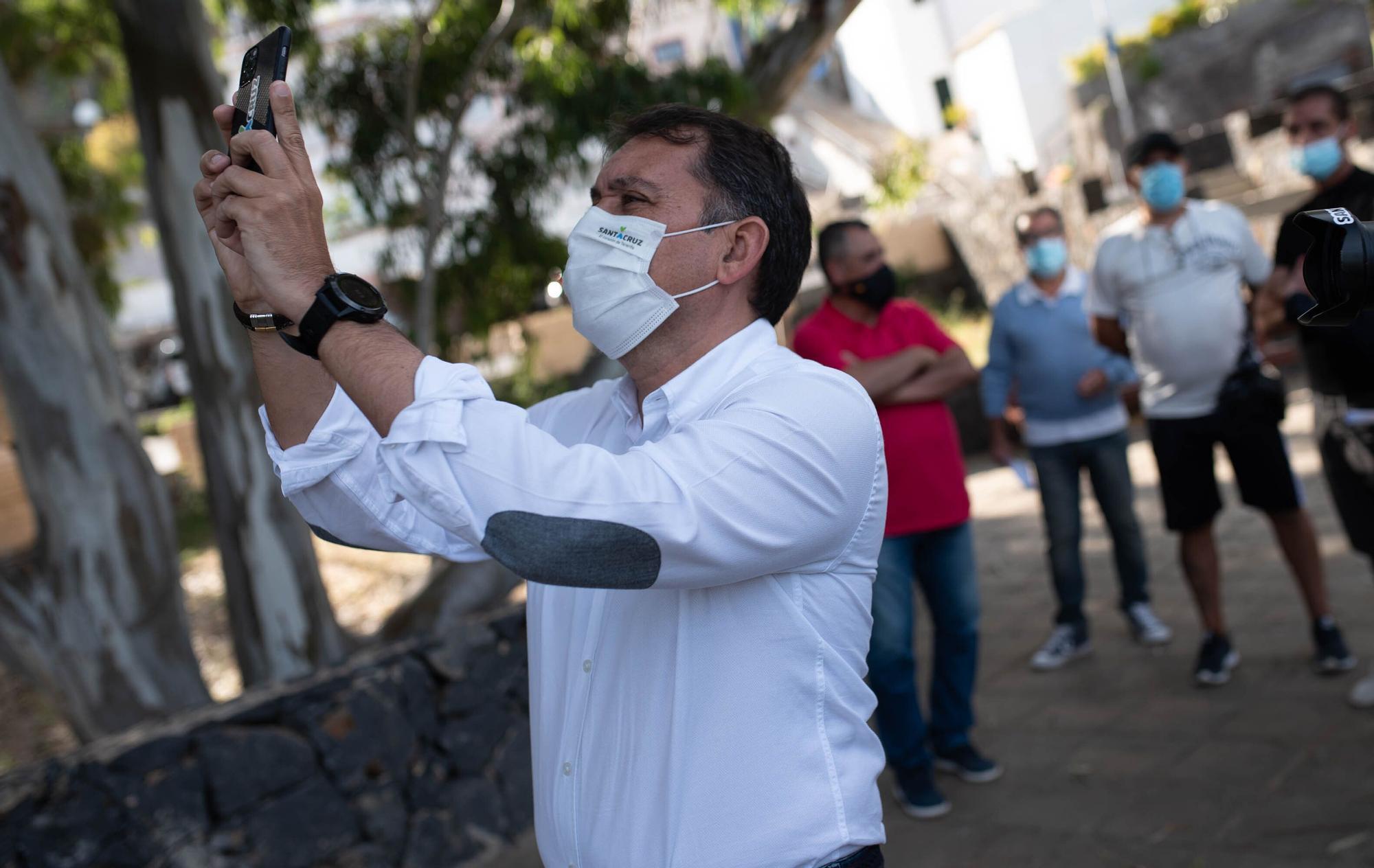 Visita del alcalde al barrio de Los Campitos