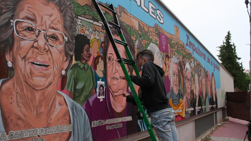 El mural de las impulsoras de la igualdad, en su recta final en Lorca