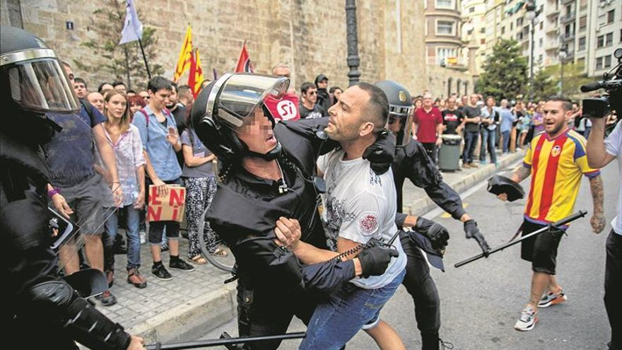 Puig exige detener a los ultras y Moragues abre una investigación