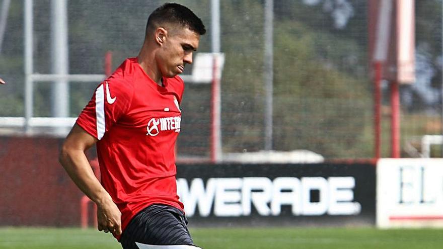 Djuka se viste de corto en la última jornada de trabajo de la semana del Sporting