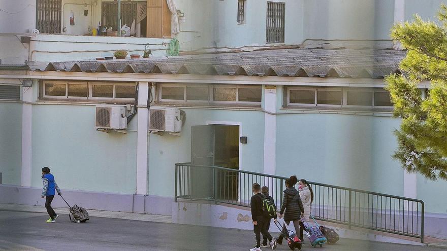Educación retrasa la retirada del fibrocemento en 28 colegios e institutos de la provincia hasta el próximo verano