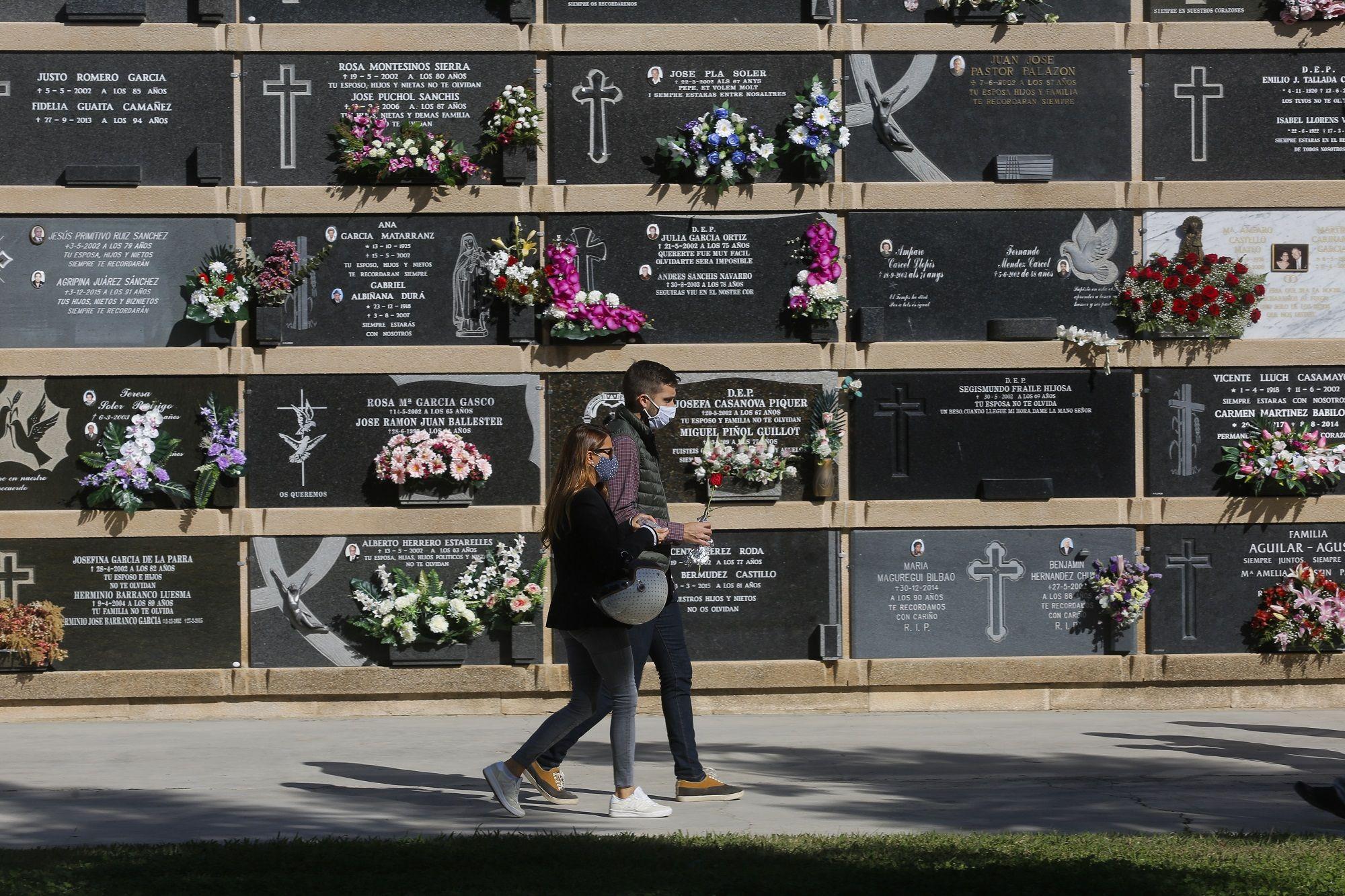 Los cementerios de València, vacíos el día de Todos los Santos
