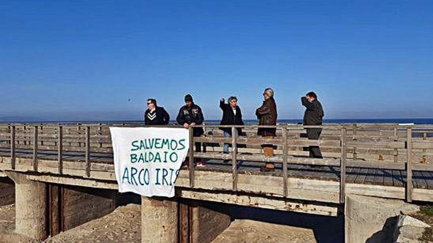 Xunta y ecologistas impulsan un plan para la regeneración de la laguna de Baldaio