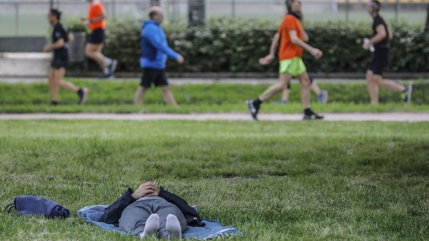 Sanidad establece el uso obligatorio de mascarilla para hacer deporte en horario de 10.00 a 19 horas