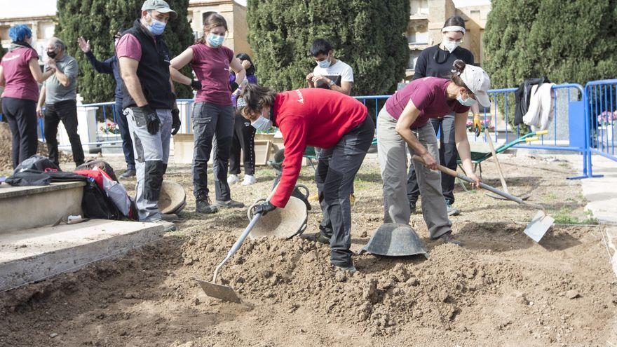 Consiguen los avales para la búsqueda en una treintena de fosas en el cementerio de Alicante