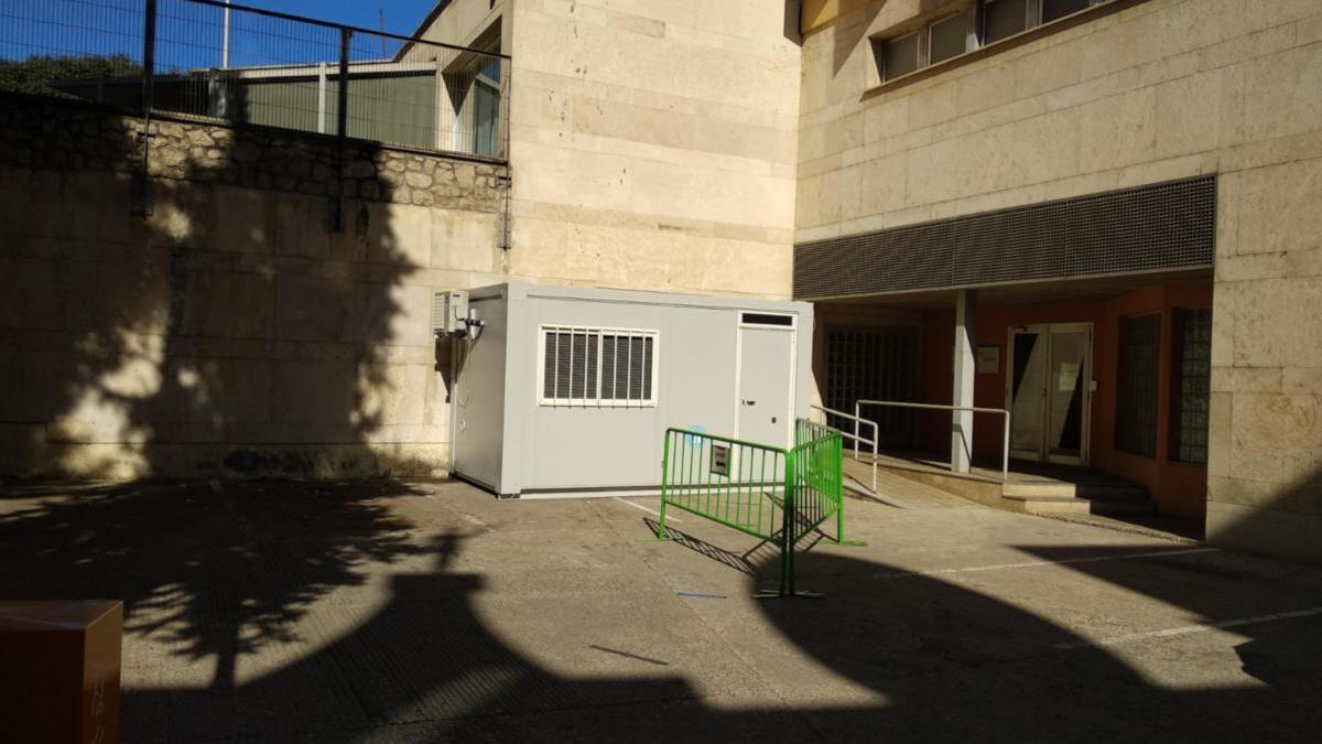 El mòdul que s'ha retirat just al costat del CAP Ernest Lluch de Figueres aquest dissabte  