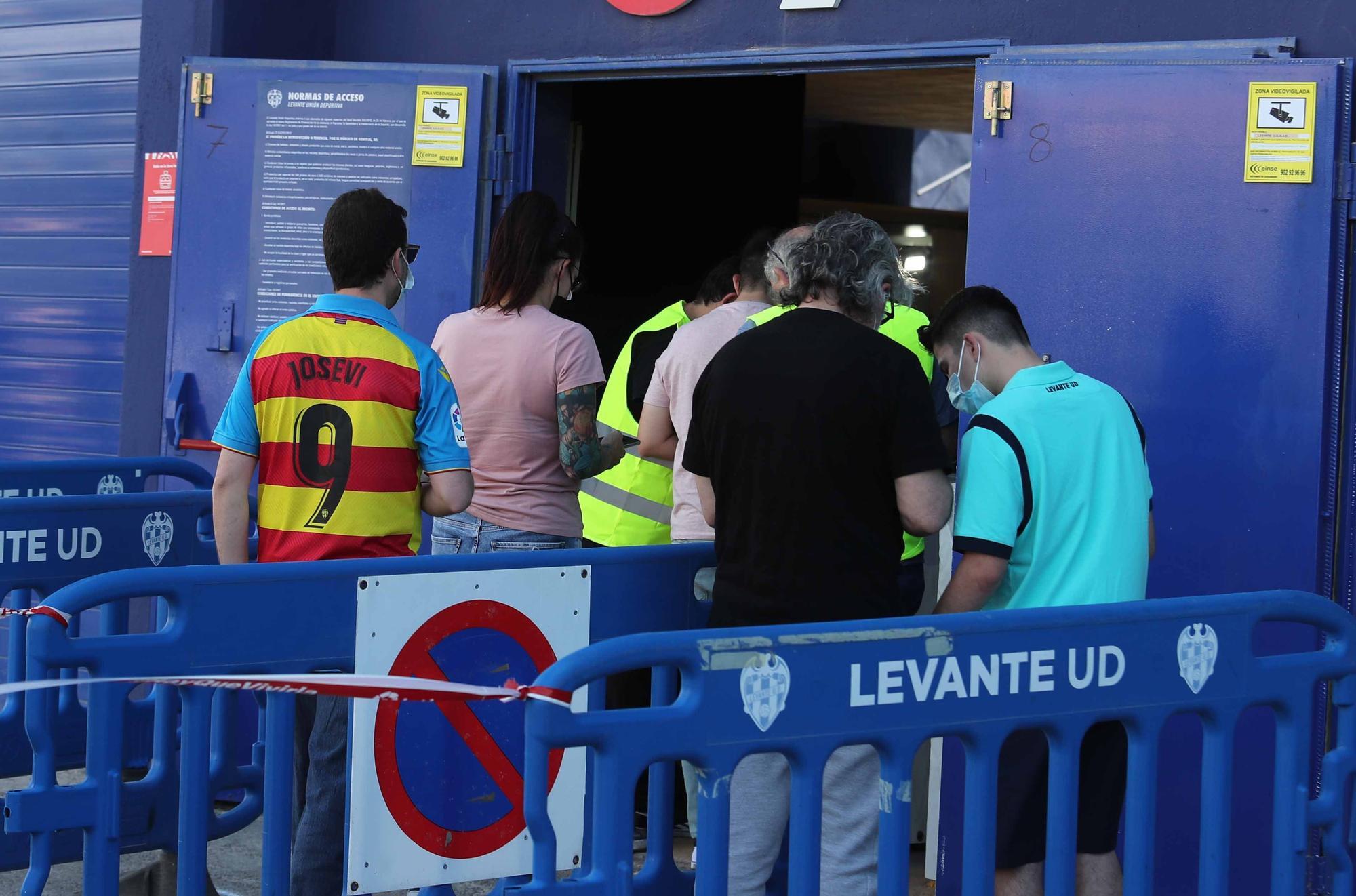 Las imágenes de la vuelta del público al Ciutat de València