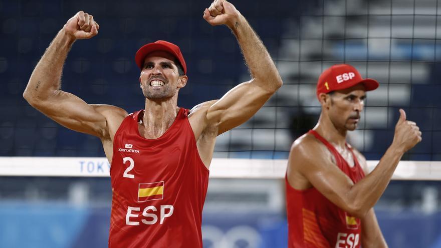 Herrera y Gavira se unen a Fernández y Baquerizo y pasan a octavos de voley playa