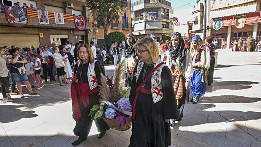 Ofrenda de Flores en El Campello para la Virgen