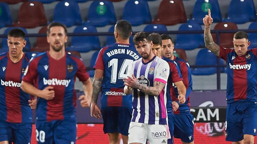 Levante y Valladolid se frenan en un intercambio de golpes