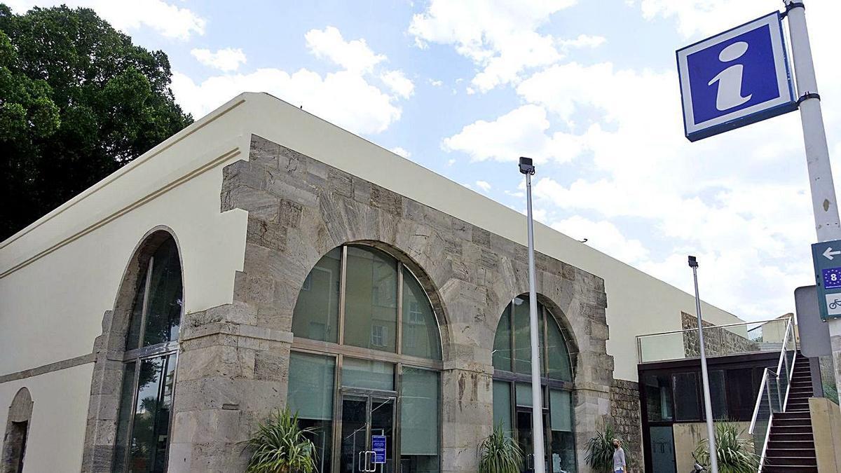 El edificio Puertas de San José, sede de la concejalía de Turismo y Comercio. | IVÁN URQUÍZAR