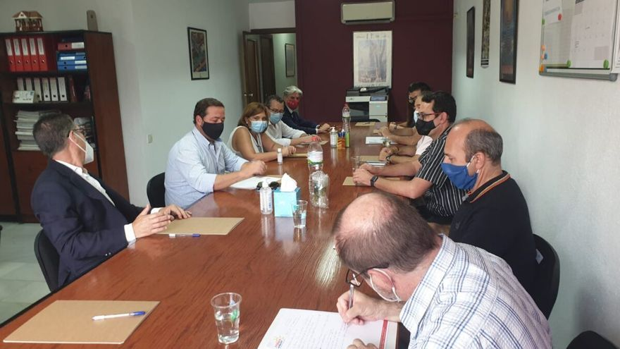 Bonig pide en Benidorm un plan para el turismo y reforzar los controles sanitarios