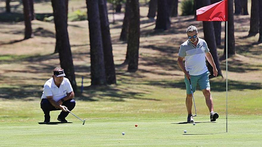 Luis Garrido de Chan do Fento consigue la Folla de Prata del campeonato de golf