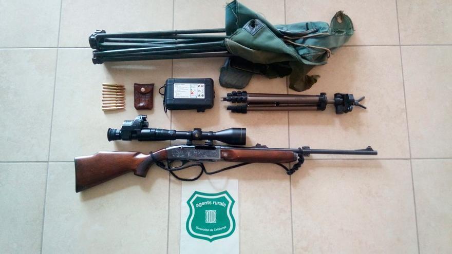 Intercepten a Riumors un vehicle que transportava un rifle carregat