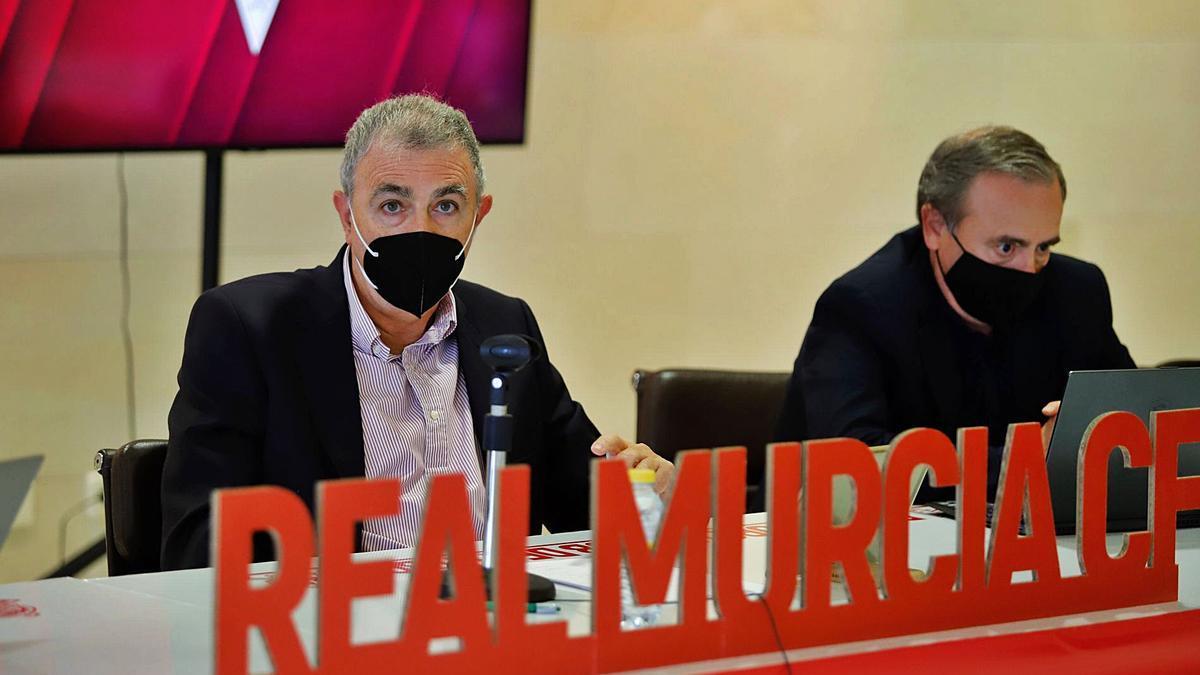 Franscico Tornel y Francisco Miró en una junta de accionistas. | JUAN CARLOS CAVAL