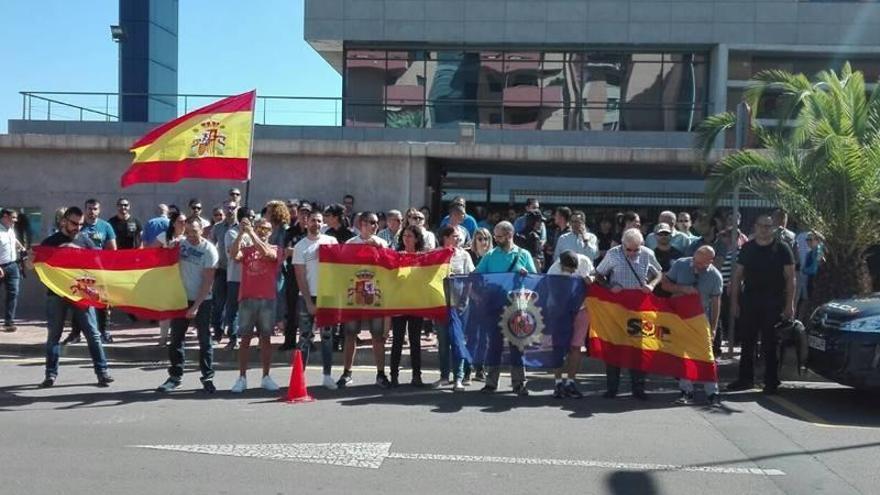 Concentración policial en apoyo a los agentes de Castellón enviados a Cataluña