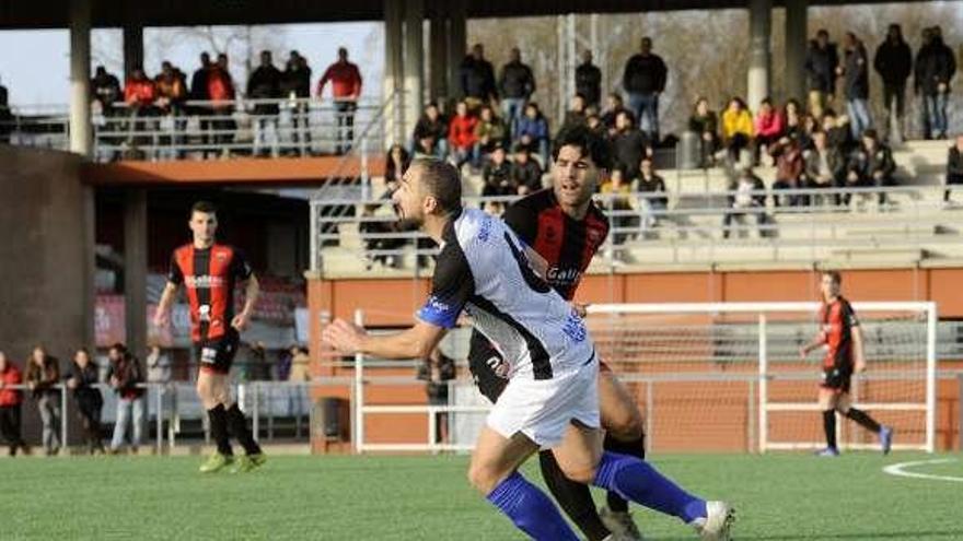 Un gol de Rucho da la victoria al Lalín en un igualado derbi contra el Piloño