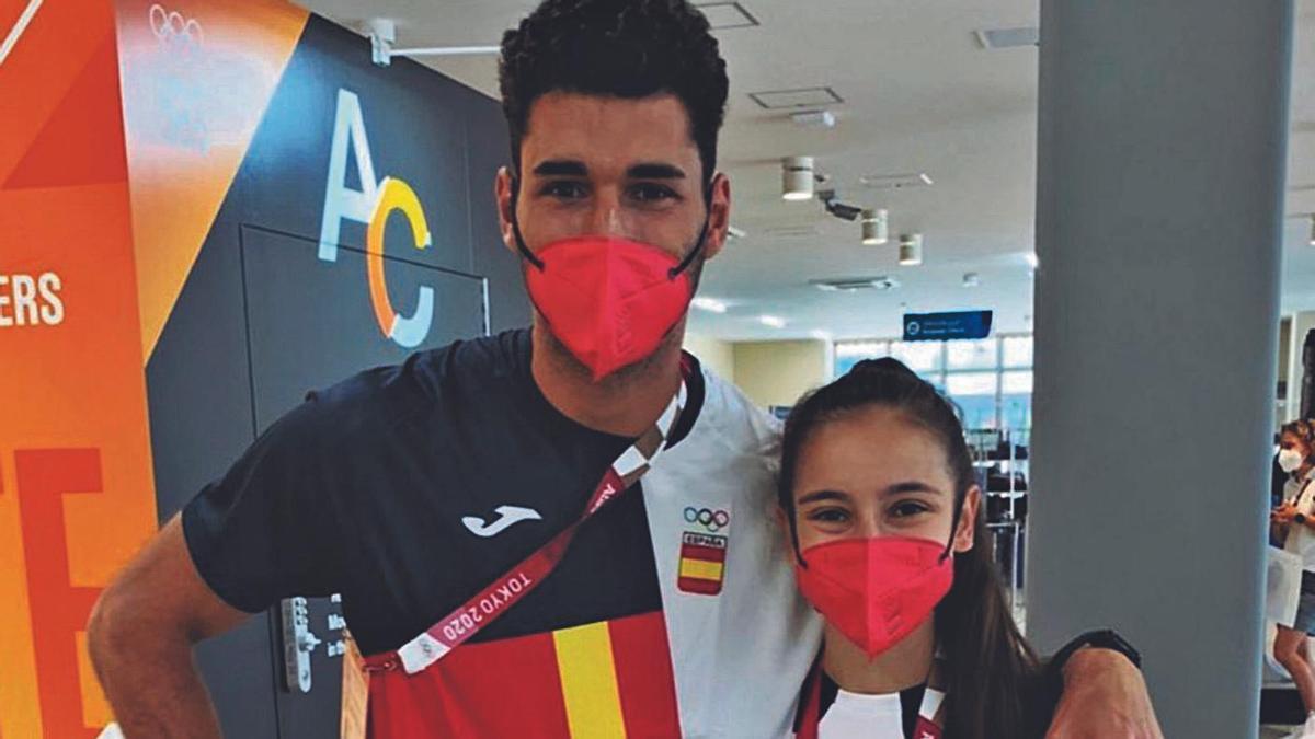 El atleta palmero, con la medallista en taekwondo Adriana Cerezo.