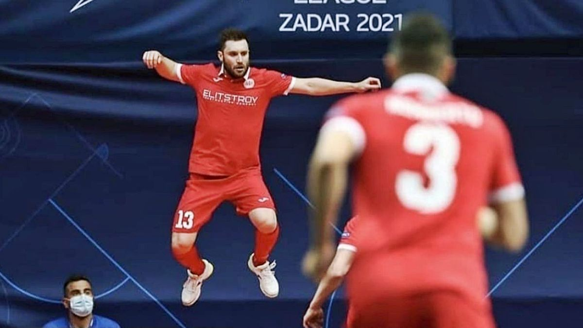 Gadeia celebra un gol con su anterior club.