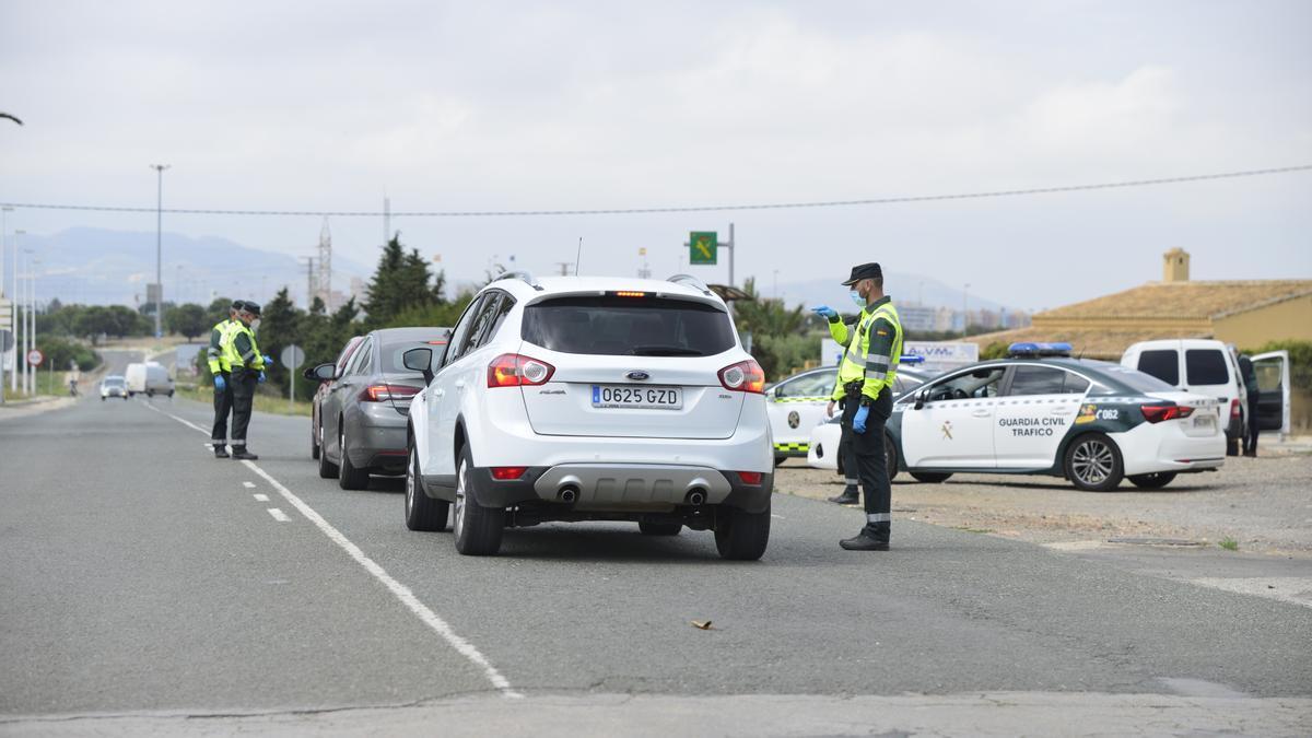 Control de la Guardia Civil en Cabo de Palos.