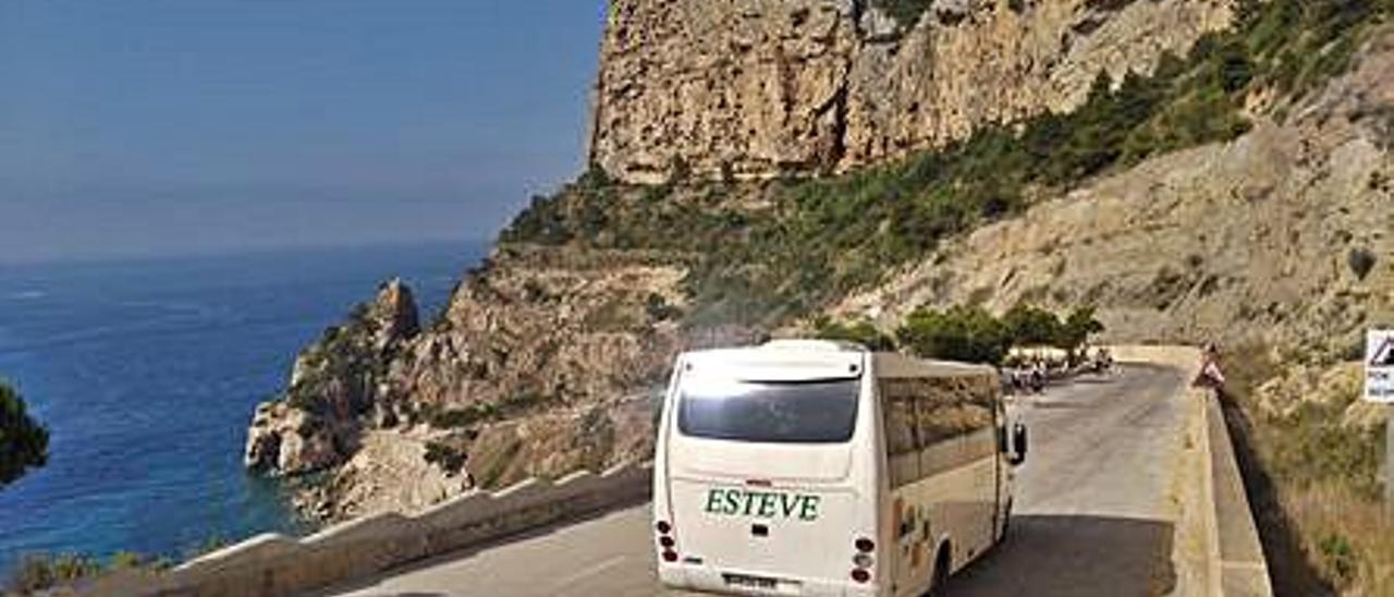 El primer viaje del minibús.   A. P. F.