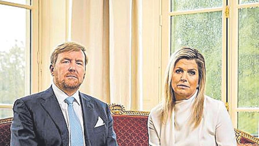 Los Reyes de Holanda piden perdón por irse de vacaciones