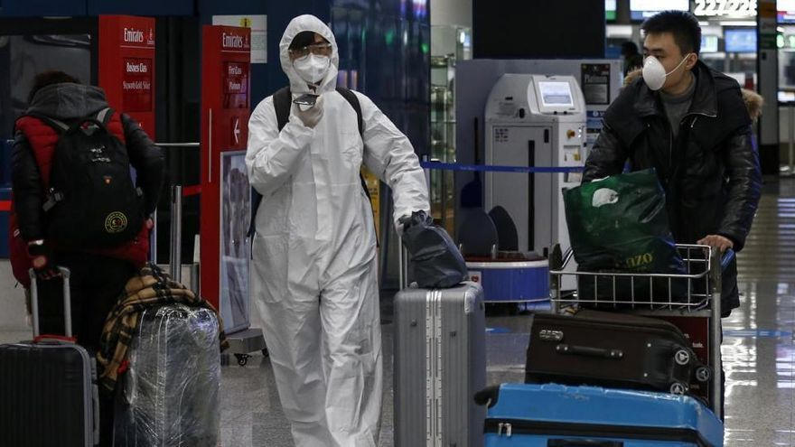 Los 27 restringirán más los viajes pero se comprometen a no cerrar fronteras