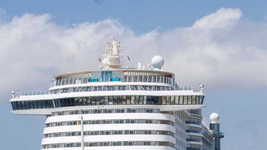 El 'Aida Perla' trae a Ibiza a los primeros cruceristas en año y medio