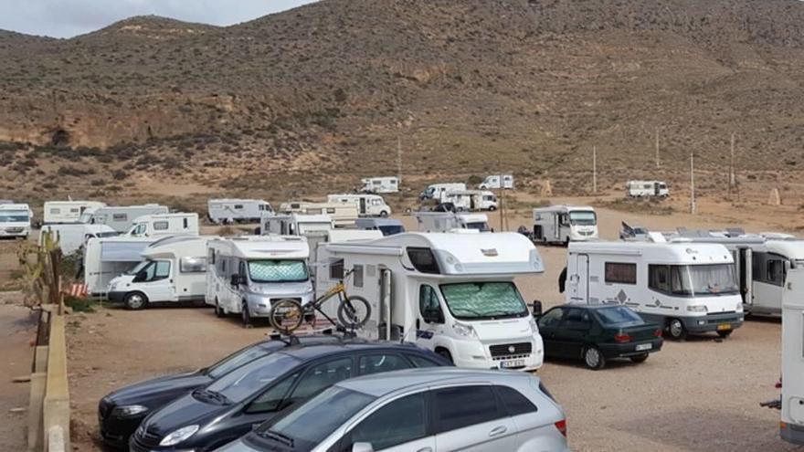 Nueva concentración de caravanas en La Azohía
