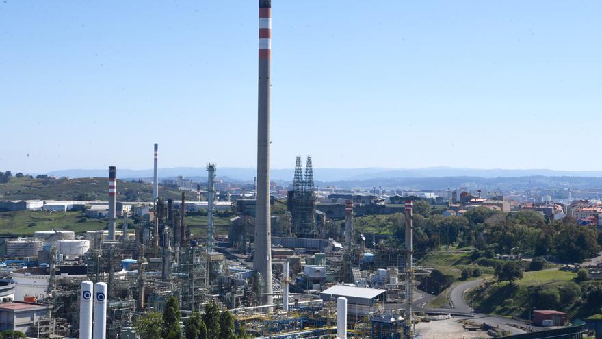 Las sirenas de la refinería sonarán mañana entre las 10.30 y las 12.00 horas